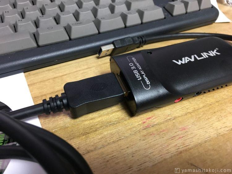 WAVLINKとDisplayPortケーブルを接続した状態